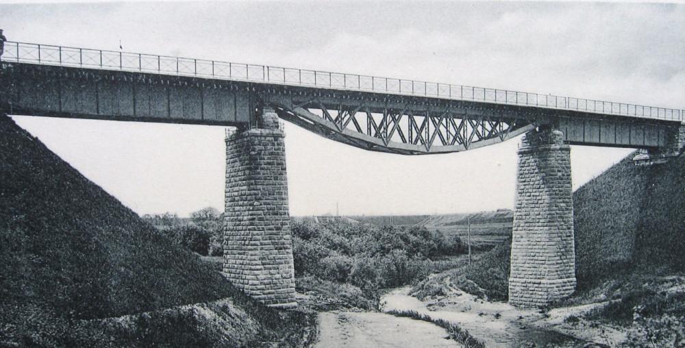 16. Общий вид моста через реку Лихоборку.