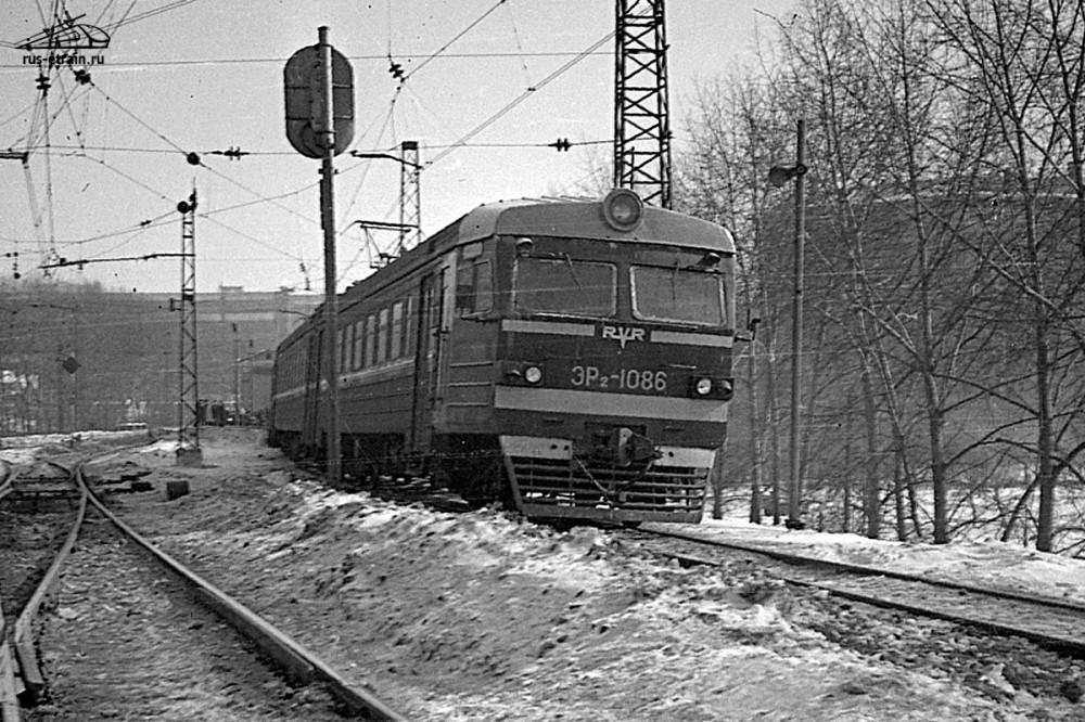 ЭР2-1086, вблизи платф.Электрозаводская, 1980 год.