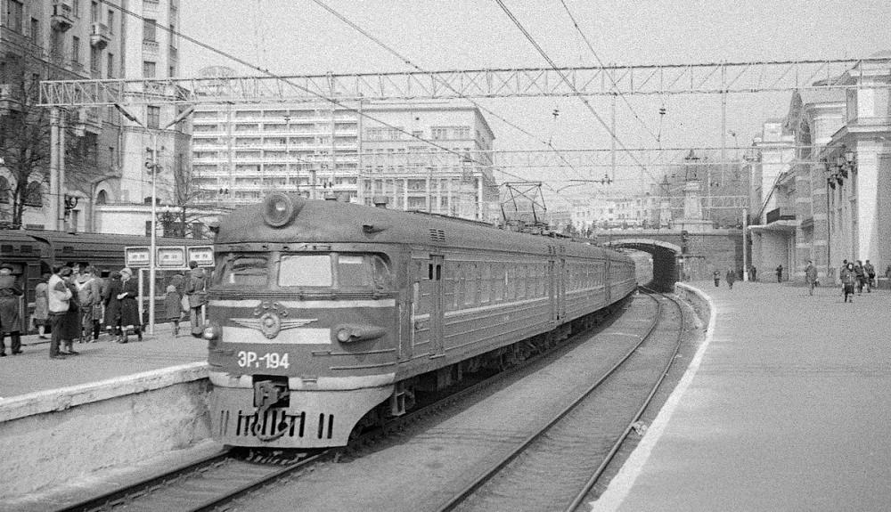 ЭР1-194, ст.Москва-Пасс-Смоленская, 1986 год.