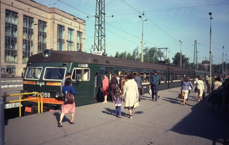 98. Ярославский вокзал. Пригородные платформы, 1982 год.