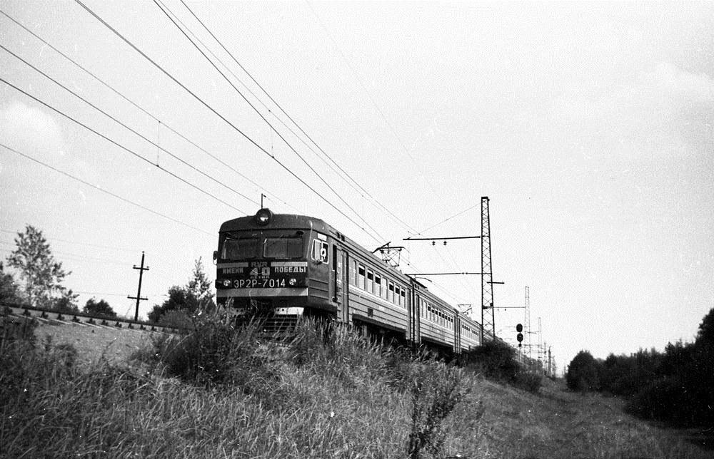 ЭР2Р-7014, участок Железнодорожная-Фрязево, середина 80-х годов.