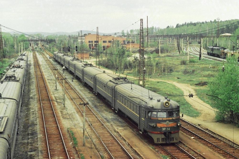 106. ЭР1-14, ст.Свердловск-Сорт., май 1996 год.