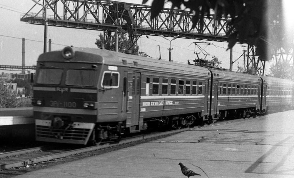 ЭР2-1100, пл.Сортировочная, май 1989 год.