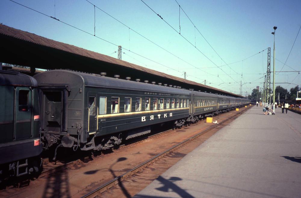 27. Фирменный поезд Киров-Москва, ст.Москва-Пасс-Ярославская, 1982 год.