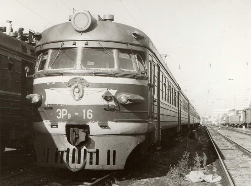 ЭР9-16, ст.Горький-Моск., август 1988 год.