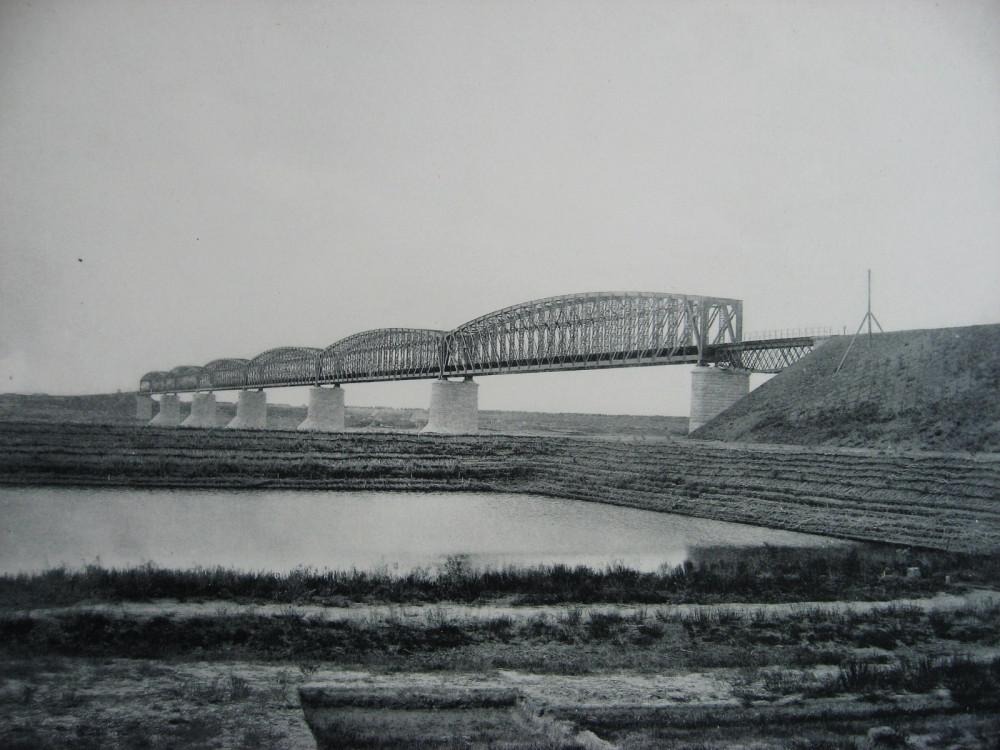 16. Мост через р. Иртыш.