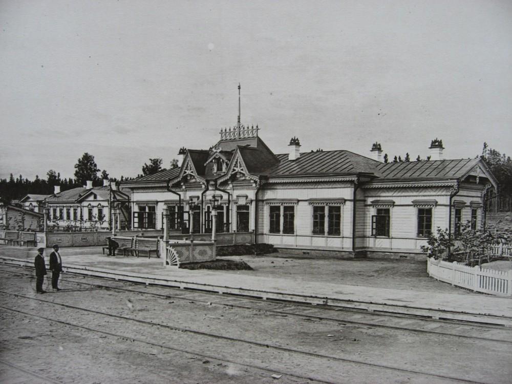 21. Пассажирское здание на станции Обь.