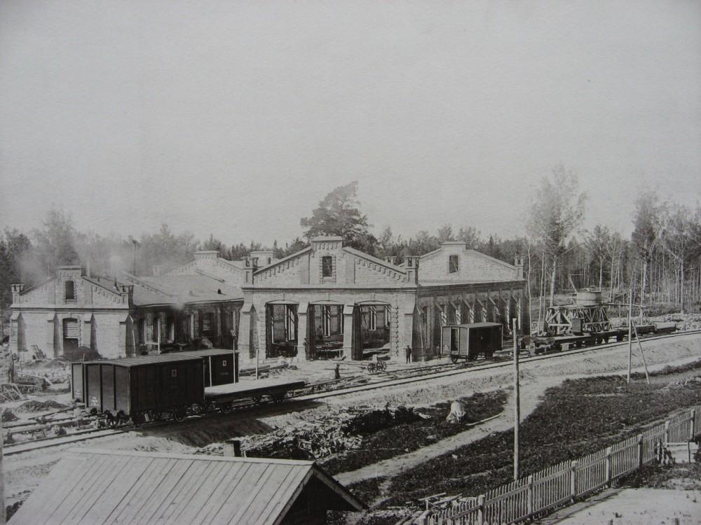 15. Паровозное здание на станции Обь.