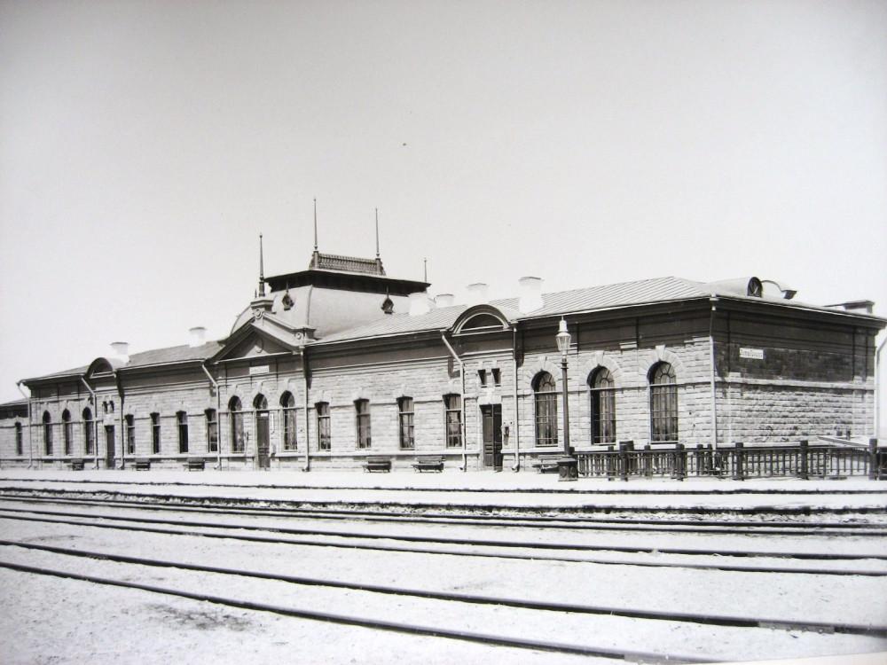 15. Пассажирское здание на станции Актюбинск.