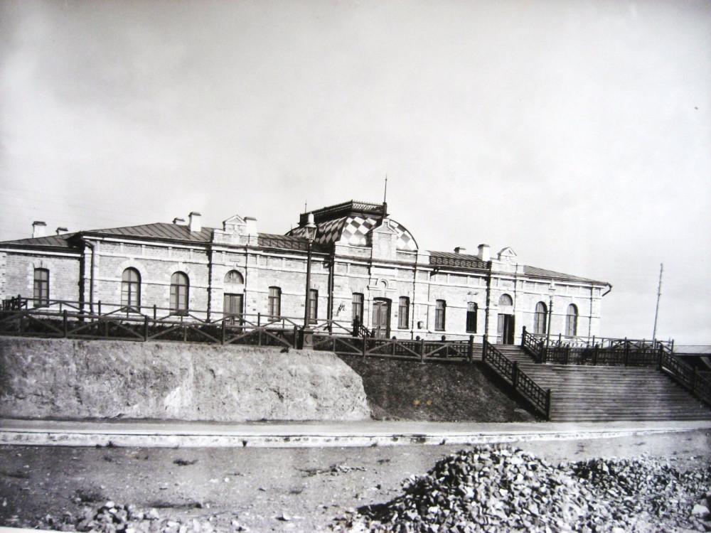 19. Пассажирское здание на станции Бер-Чаур.