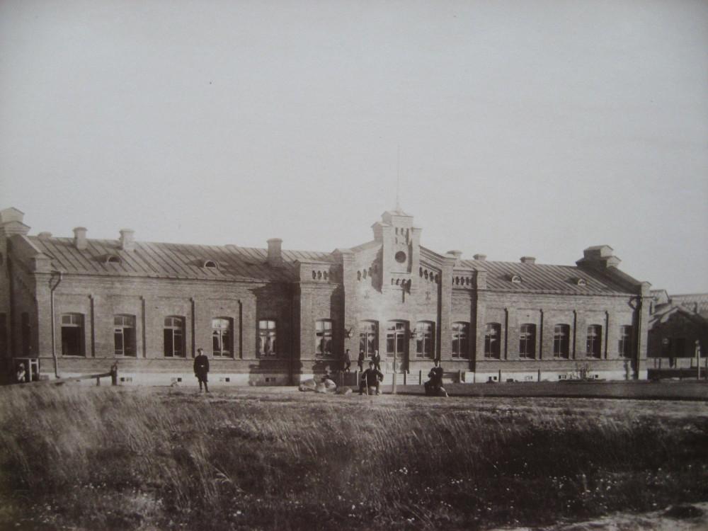 3. Пассажирское здание на ст. Валк.