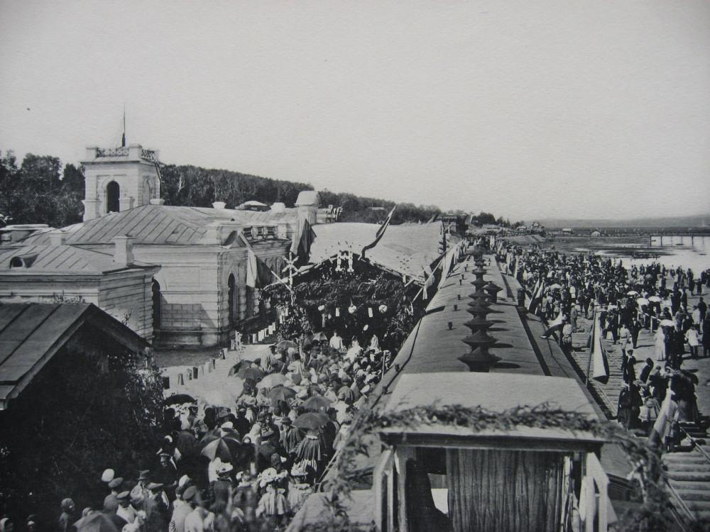 17. Встреча первого поезда в Иркутске.
