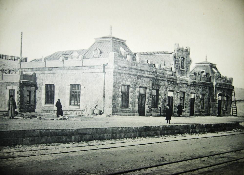 42. Пассажирское здание на станции Куэнга.