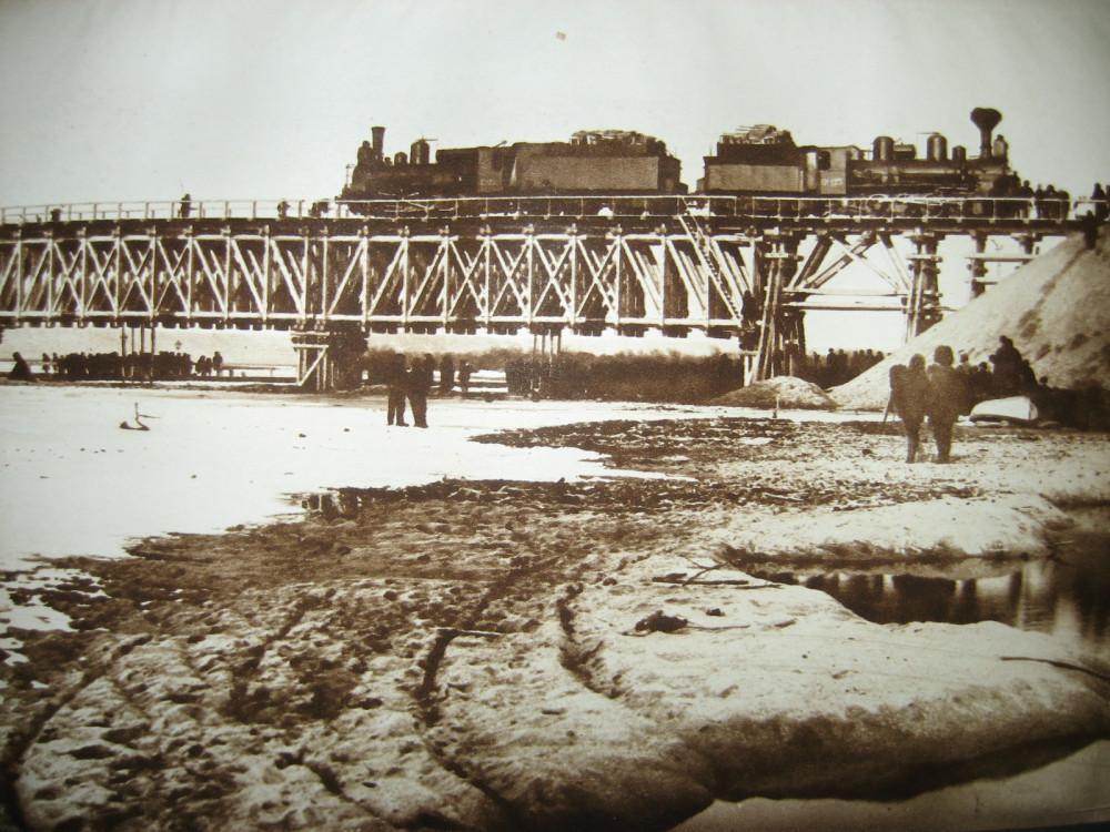 55. Испытание временного моста через р. Томи.