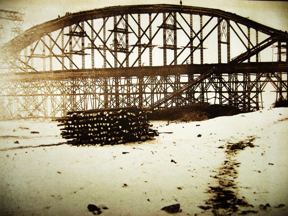 68. Виды постройки Бурейского моста.