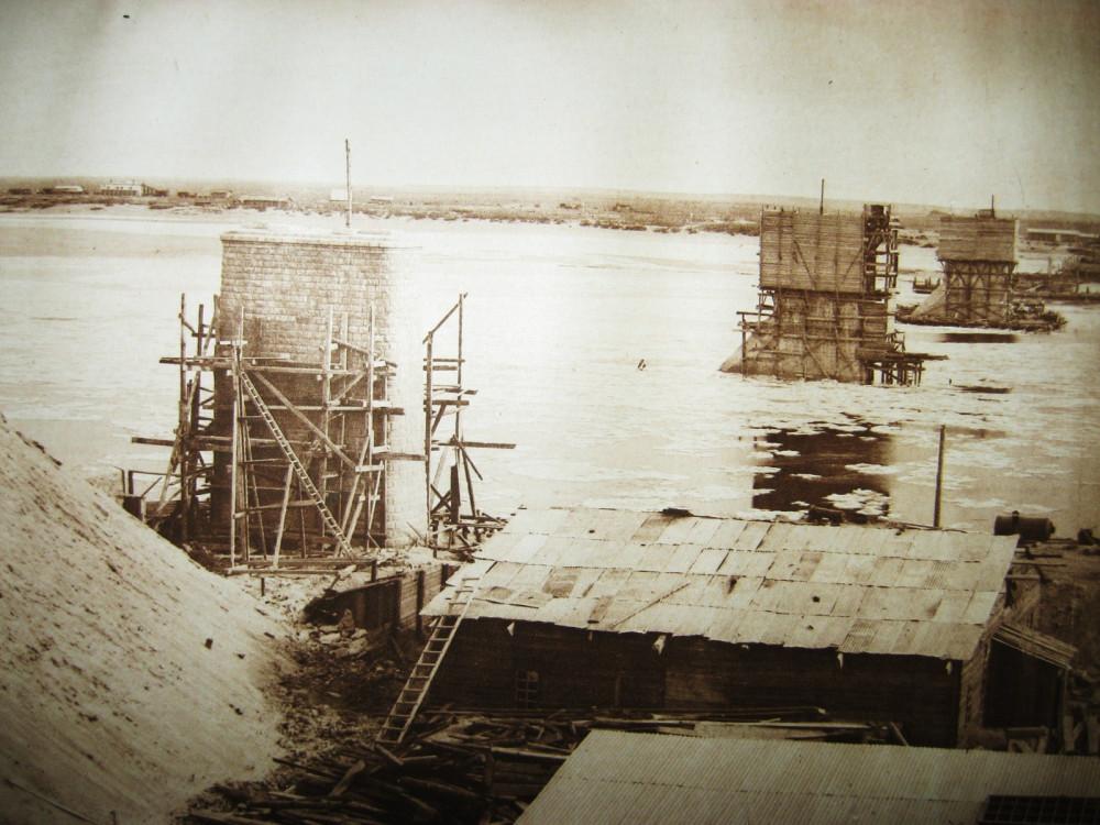 86. Постройка Белогорского моста.