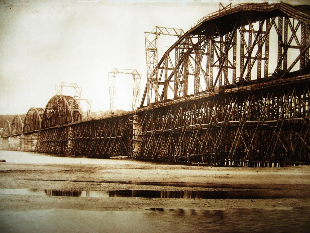 91. Постройка Белогорского моста.