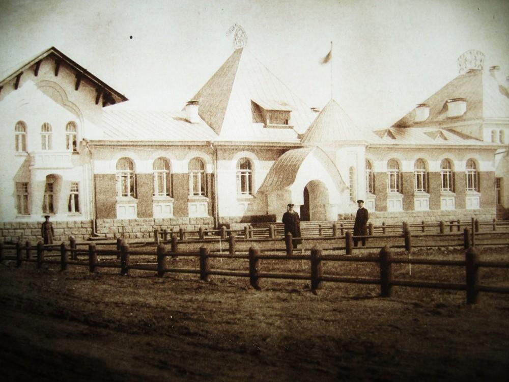 99. Пассажирское здание на станции Благовещенск.
