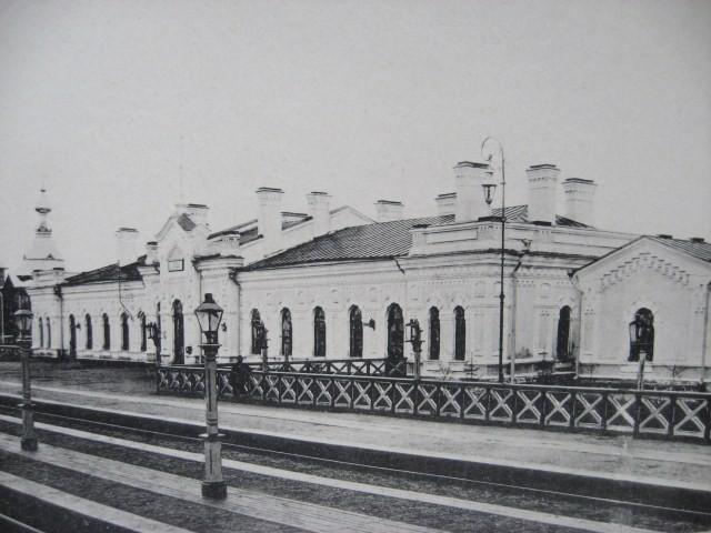 6. Пассажирское здание III класса на ст. Череповец.