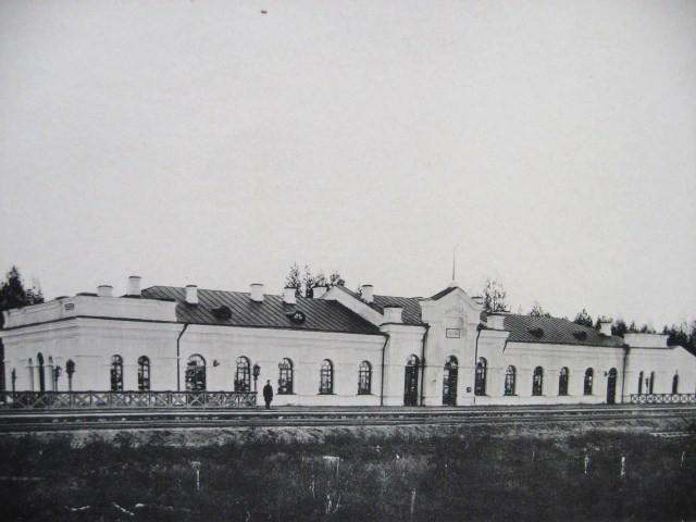 7. Пассажирское здание III класса на станции Бабаево.
