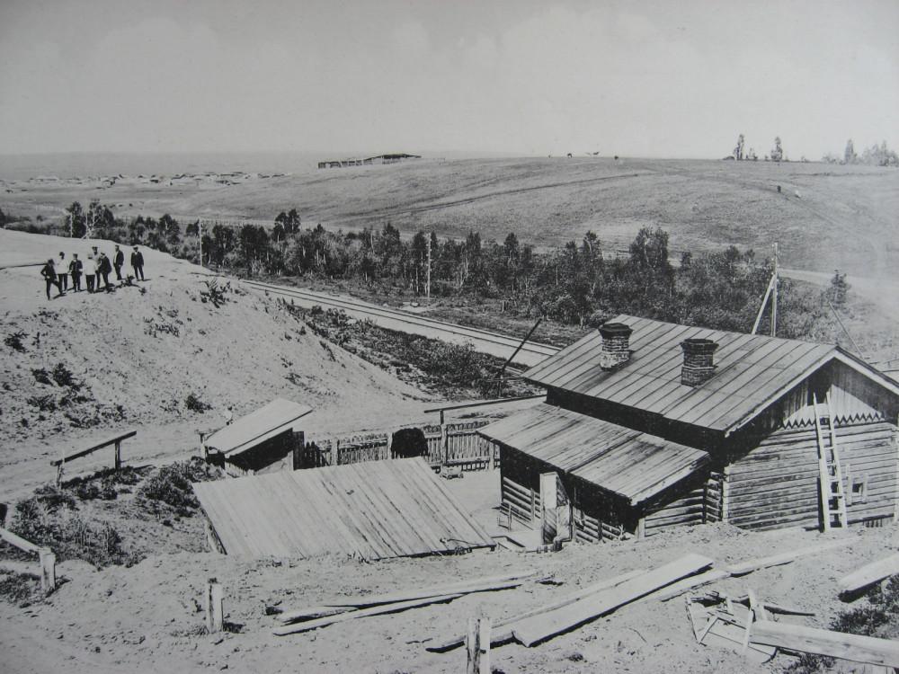 1. 2204 верста. Временный разрыв нового полотна на месте строжевой будки старой линии. 1910 год.