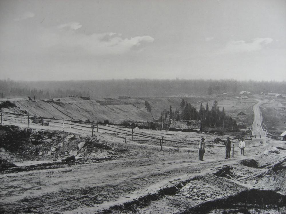 14. 2483 верста. Вид на насыпь на р. Моховой. 1910 год.