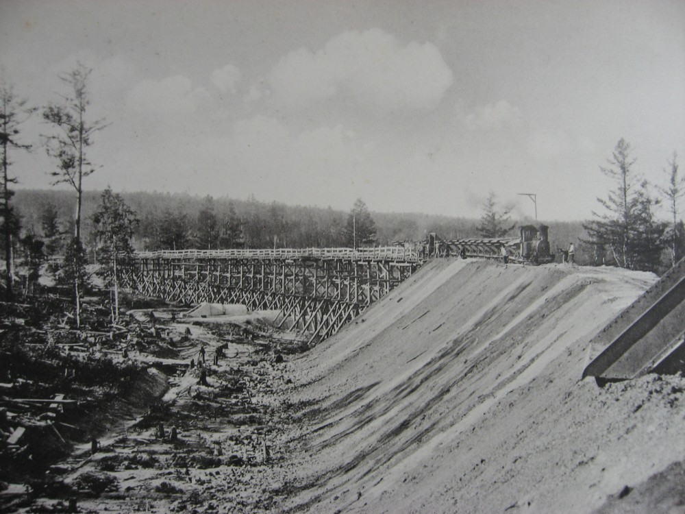 19.  2551 верста. Сооружение насыпи при помощи эстакады. 1908 год.