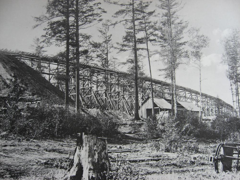 20. 2551 верста. Сооружение насыпи при помощи эстакады. 1908 год.