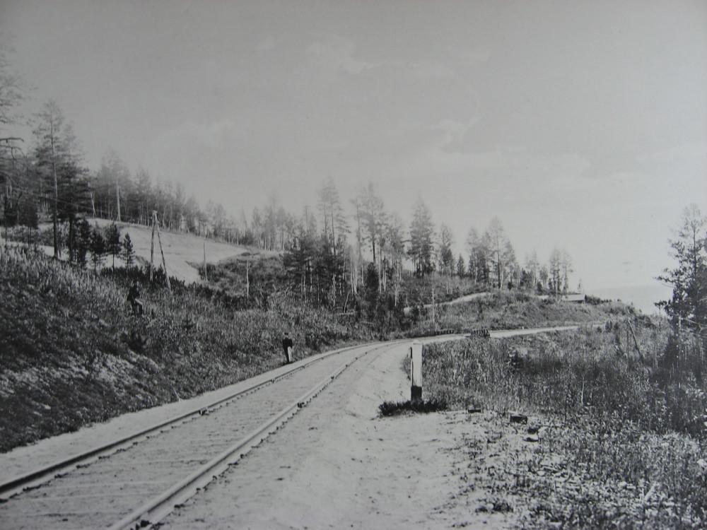 29. 2575 верста. Старый и новый пути. Новый-выше по косогору. 1909 год.