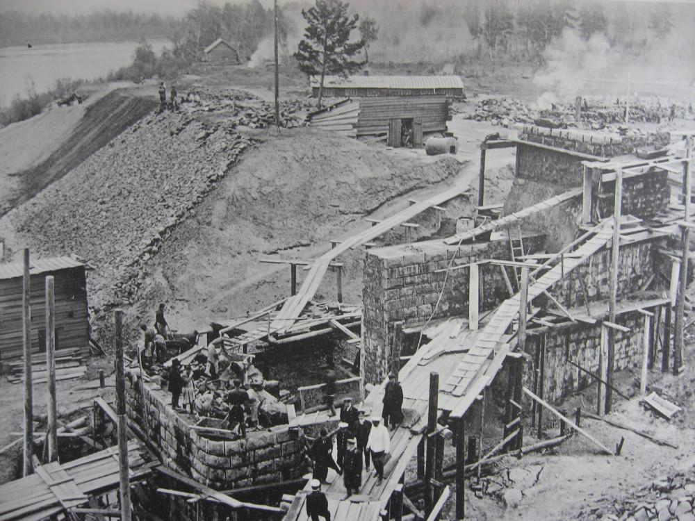 35. 2706 верста. Возведение иркутского устоя моста через р. Ию. 1910 год.