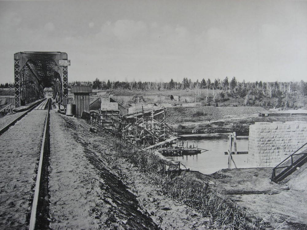 36. 2706 верста. Постройка опор моста под 2-ой путь на р. Ия. 1910 год.