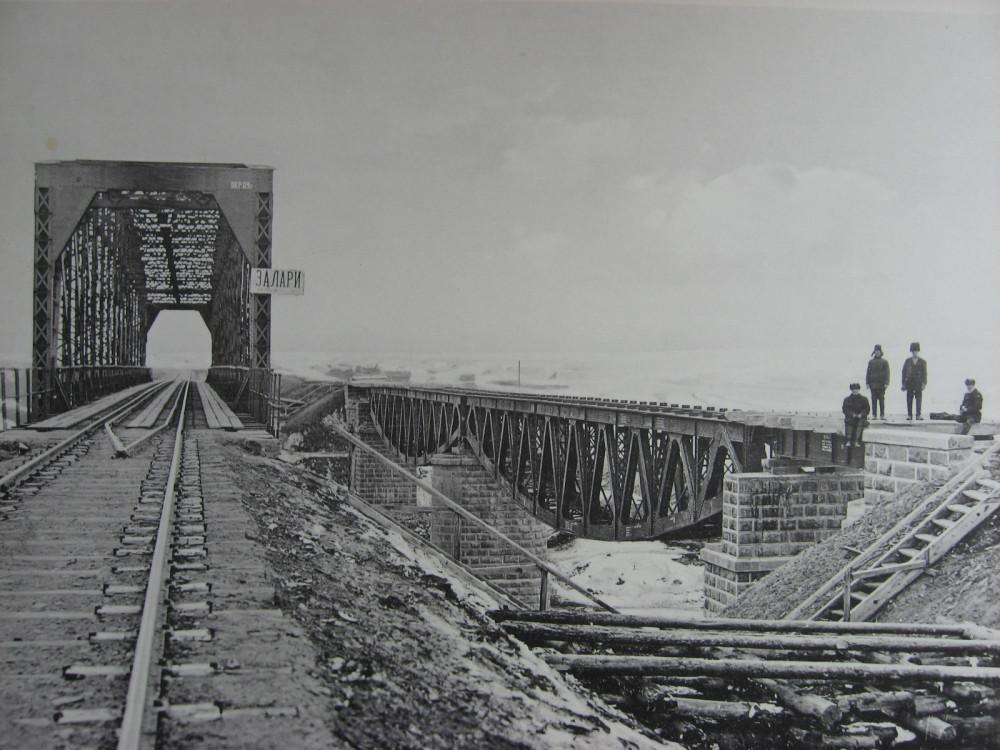 39. 2824 верста. Старый Заларинский мост с ездой понизу и новый с ездой поверху.