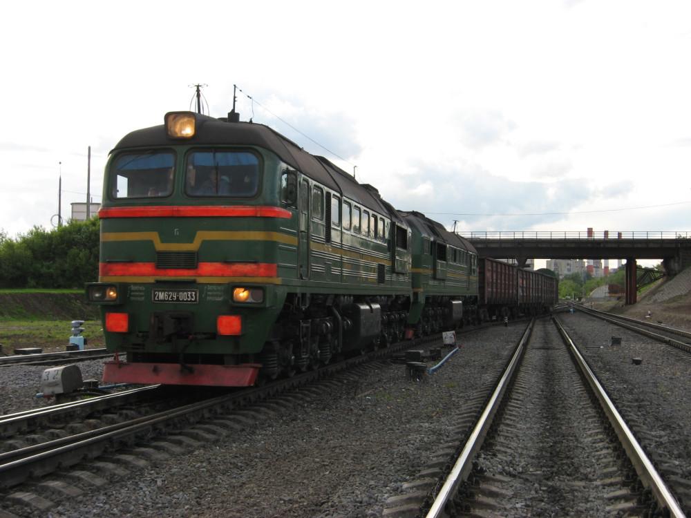 55. 2М62У-0033 с грузовым поездом на ст.Пресня, 30.05.2008
