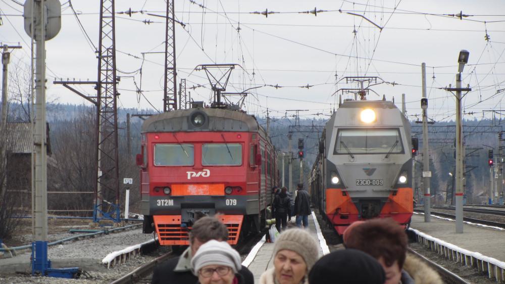 26. Электропоезд Екб-Кузино  прибыл на станцию.