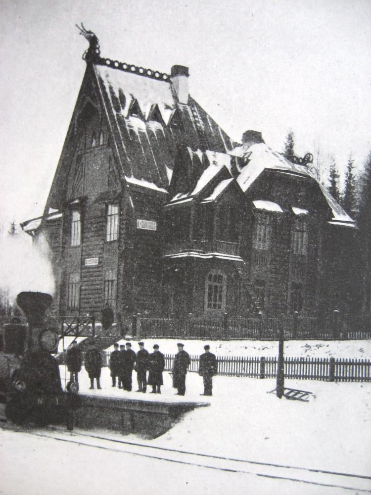 15. Пассажирское здание на станции Кувшиново.