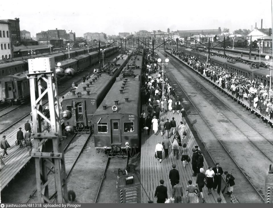 84. Казанский вокзал, пригородные поезда. Нчало 50-х годов.