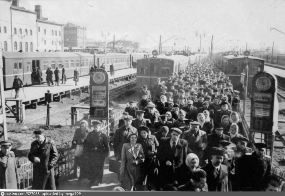 81. Казанский вокзал, пригородные электропоезда, конец 40-х - начало 50-х годов