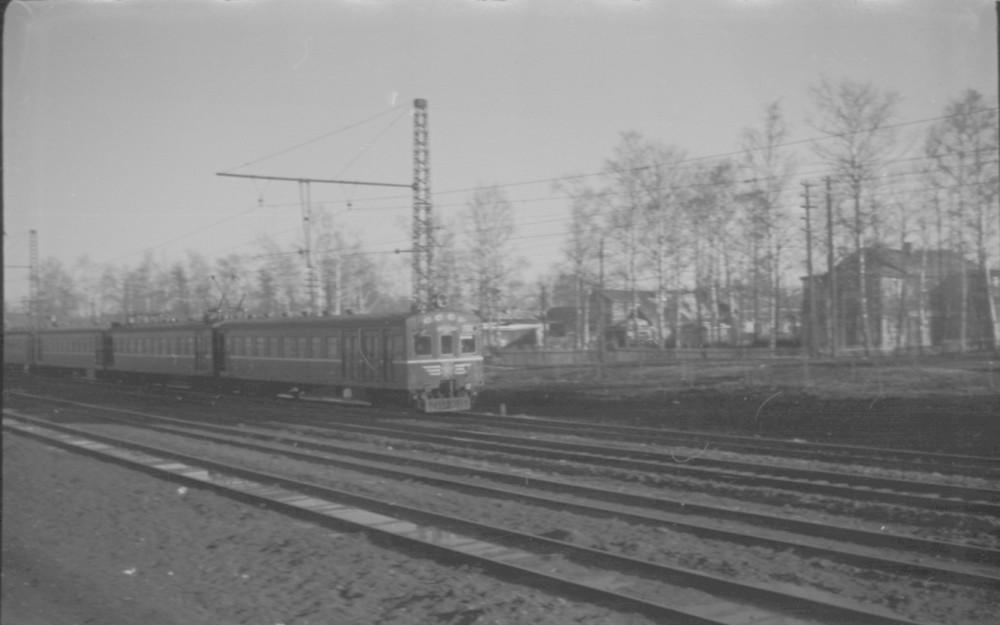 145. Электропоезд следует в Москву, участок Косино-Вешняки, 1958 год.