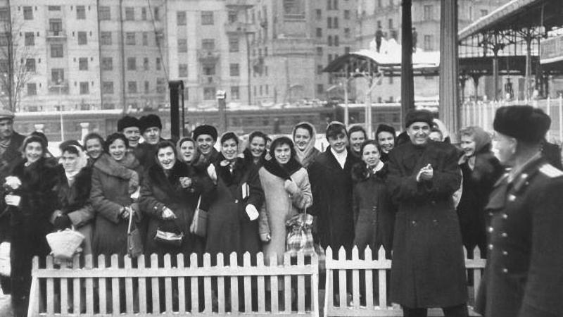 44. На Белорусском вокзале, 1958 год.