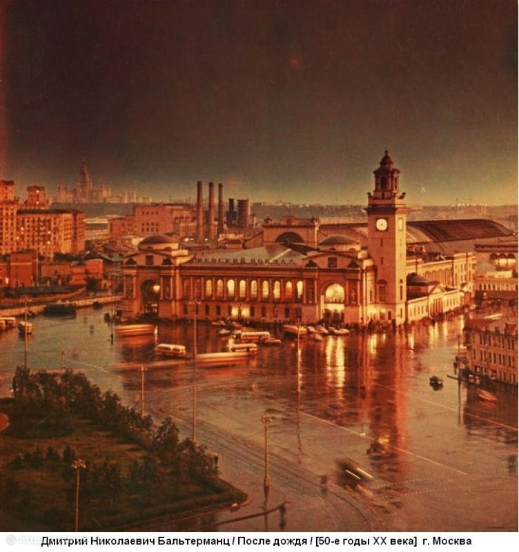 138. Киевский вокзал. После дождя. 1955 год.