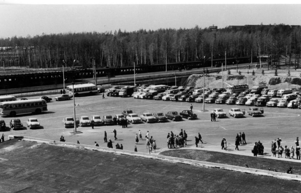 11. Аэропорт Домодедово, привокзальная площадь, конец 60-х годов.