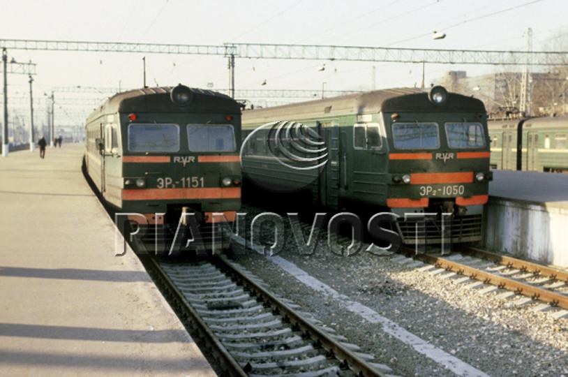 102. ЭР2-1151, ЭР2-1050, ст.Москва-Пасс-Киевская, ноябрь 1980 год.