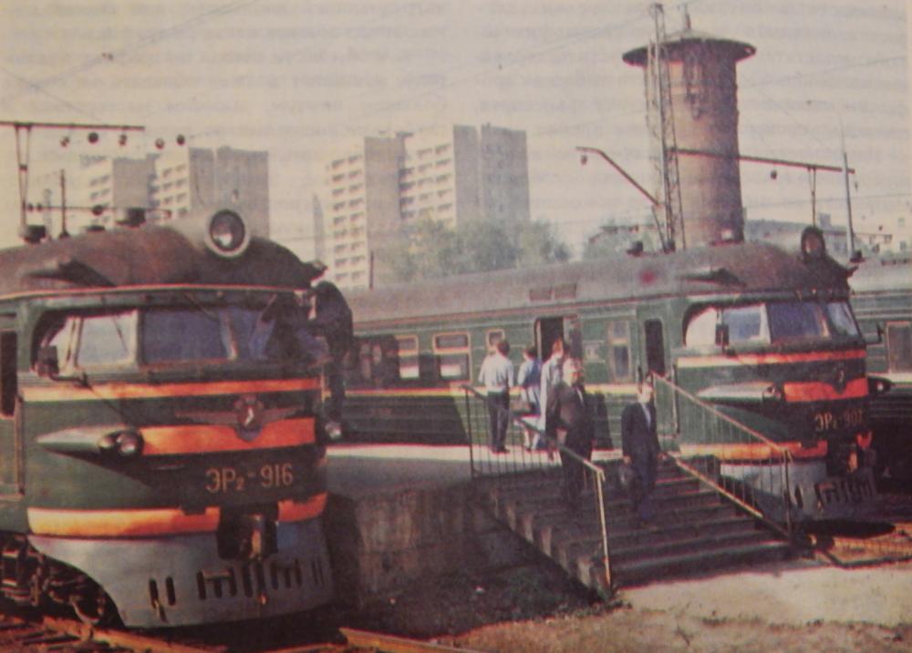 110. Электропоезда ЭР2, ст.Москва-Бутырская, 1986 год.