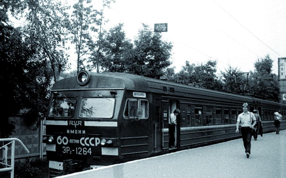 60. Фирменный электропоезд ЭР2-1264, ст.Москва-Рижская, 1985 год.