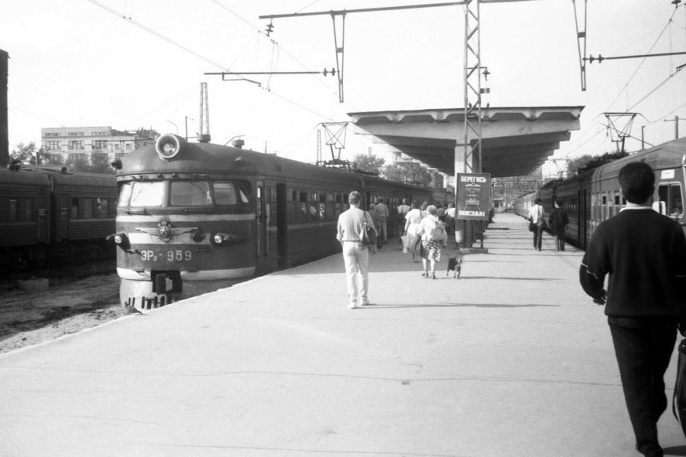 3. ЭР2-959, ст.Москва-Бутырская, начало 90-х годов.