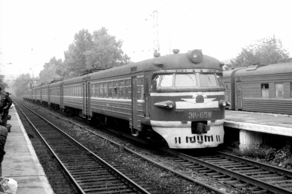 18. ЭР2-658, платф.Каланчевская, 1991 год.