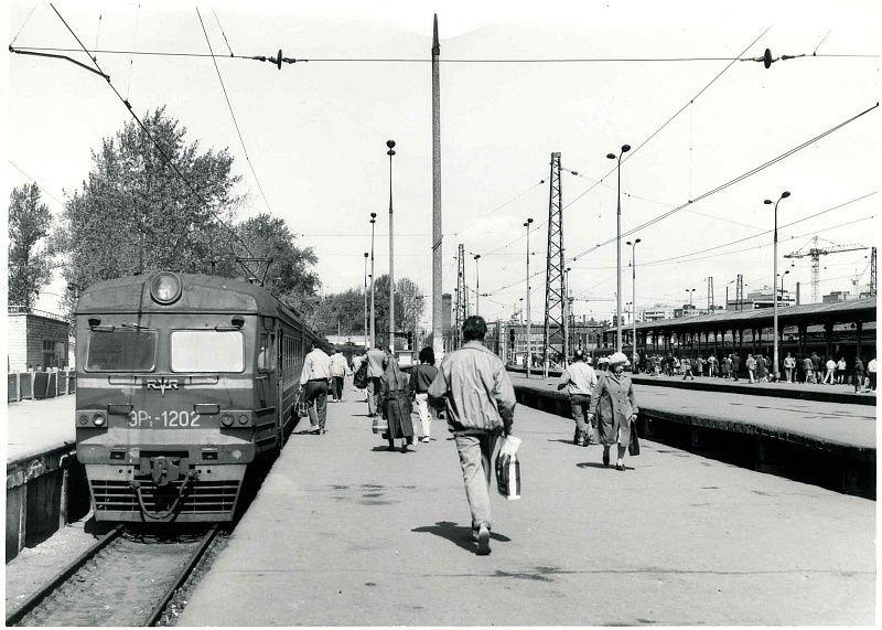 19. ЭР2-1202, ст.Москва-Пасс-Ярославская, 1992 год.