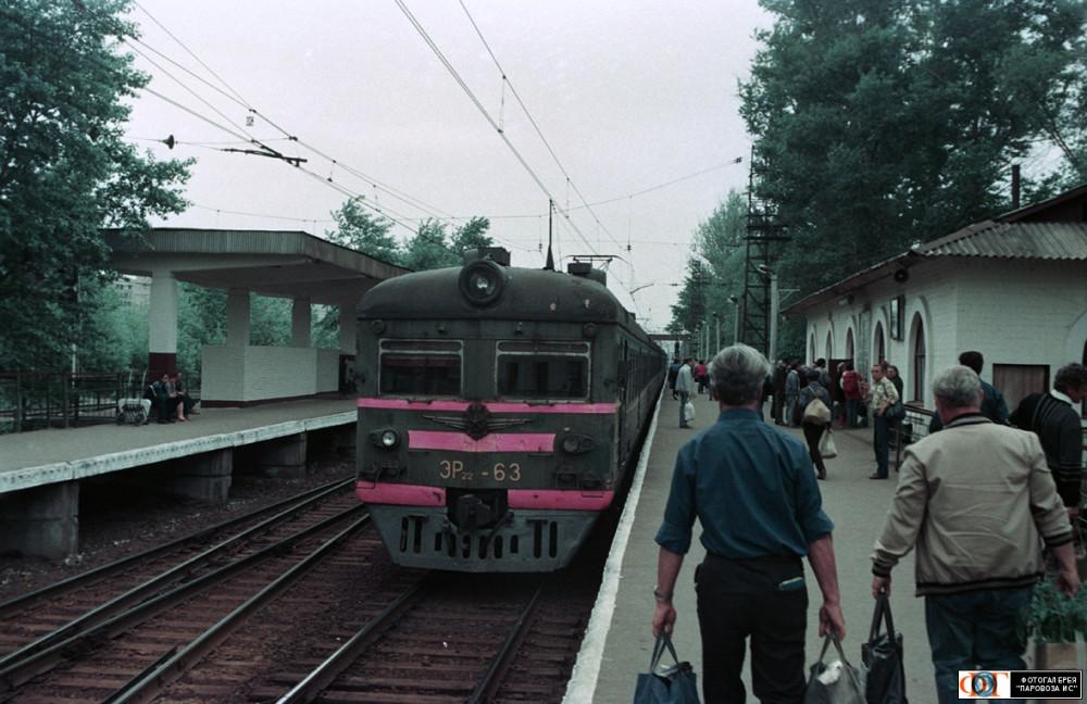 33. ЭР22-63, ст.Щербинка, июнь 1993 год.