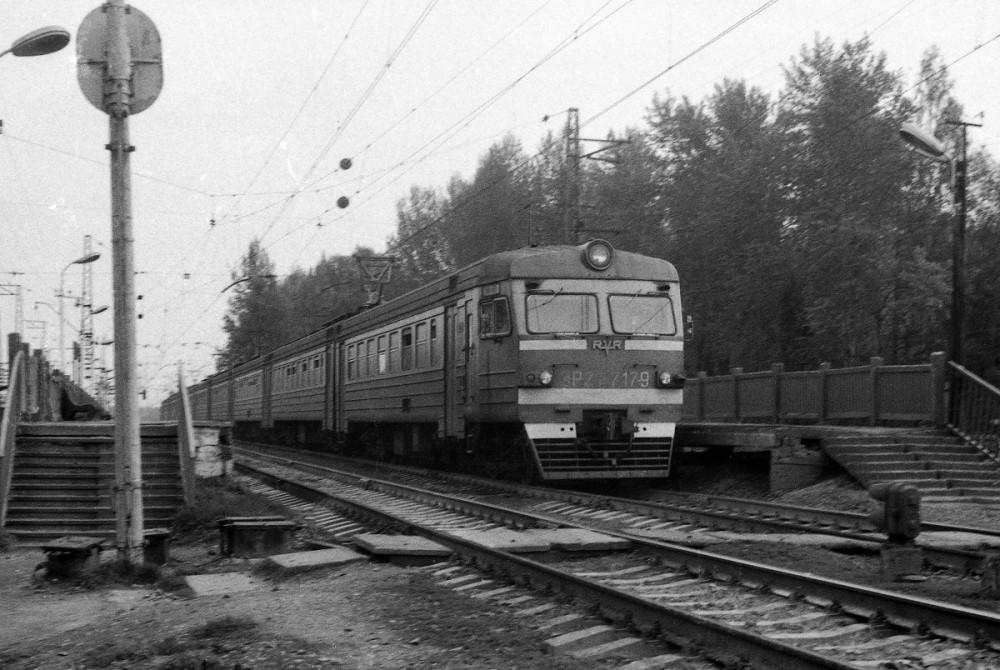 83. ЭР2Т-7179, ст.Редкино Окт.ж.д., 1991 год.