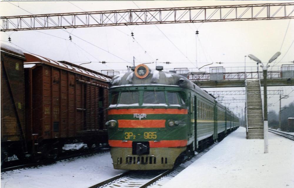 10. ЭР2-965, ст.Бекасово-I, ноябрь 1997 года.